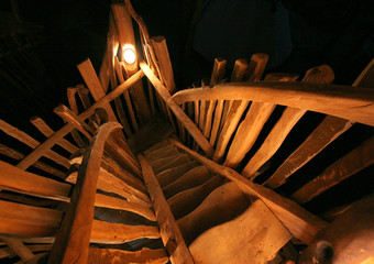 -PHOTO TAKEN 15JUL05- Steps lead to one of the rooms in Germany's first tree house hotel in the east..