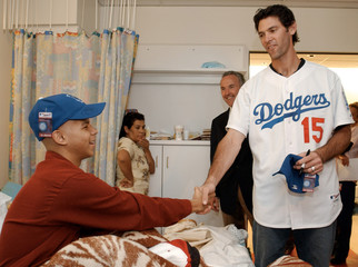 Dodgers Player shawn green meets patient at Children's Hospital in Los Angeles.