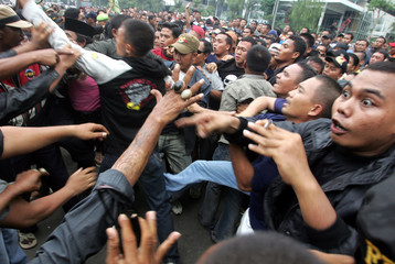 Members of the Jakarta Brotherhood Forum, try to push their way into the Australian embassy during a rally to protest the treatment towards Jakarta's governor Sutiyoso, in Jakarta