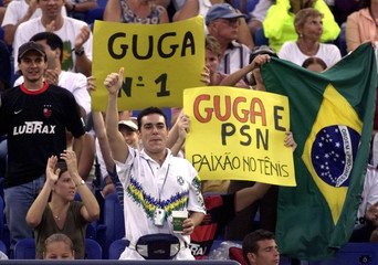 BRAZLIAN FANS CHEER FOR GUSTAVO KUERTEN IN US OPEN MATCH.