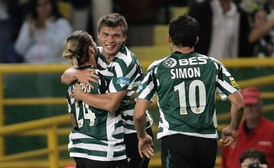 Sporting's Izmailov celebrates his goal against Guimaraes with his team mates Veloso and Simon during their Portuguese Premier League soccer match in Lisbon