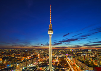 Fotomurales - Aerial view on Alexanderplatz at night, Berlin, Germany