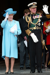 BRITAIN'S QUEEN ELIZABETH II AND DUKE OF EDINBURGH WAVE TO THE CROWDSOUTSIDE ST. PAUL'S CATHEDRAL IN LONDON.