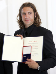German soccer player Torsten Frings  poses during the 'Silbernes Lorbeerblatt' award ceremony in Berlin