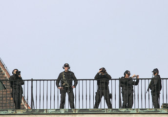 Police guard the rooftop of Viennas presidential office, the Hofburg palace.
