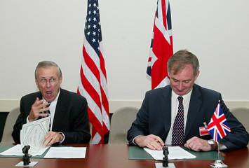 U.S. DEFENCE SECRETARY RUMSFELD AND BRITISH COUNTERPART HOON ATTENDMEETING IN BRUSSELS.