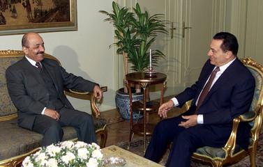 PRESIDENT MUBARAK MEETS IRAQI VICE PRESIDENT ARRIVES IN CAIRO.