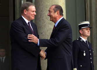 French President Jacques Chirac (R) shakes hands with Finland's Prime Minister Paavo Lipponen at the..