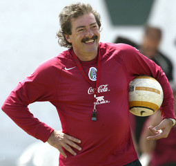 MEXICO'S COACH LAVOLPE SMILES DURING TRAINING FOR COPA AMERICA 2004 IN CHICLAYO.
