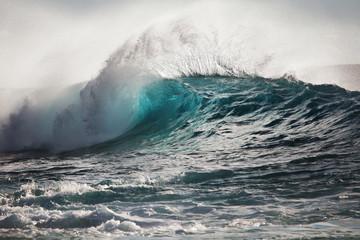 Big Ocean Wave Splashing