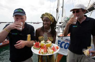 French skipper Dominique Wavre and British skipper Mike Golding elebrate drinking Caipirinha in Brazil