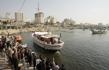 Palestinians bid farewell to foreign activists in Gaza port