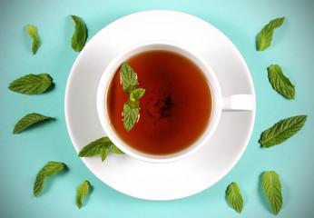 чай напиток в белой чашке рядом лежит мята и специи