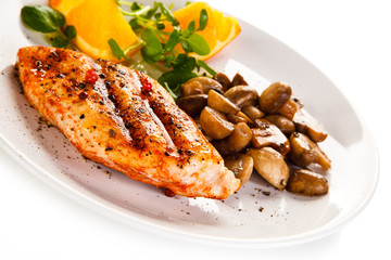 Grilled chicken fillet with mushrooms and oranges