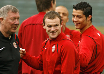 Manchester United's Ferguson, Rooney and Ronaldo take part in a soccer training session in Rome
