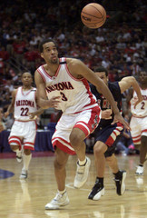 ARIZONA WILDCATS LOREN WOODS CHASES LOOSE BALL IN WIN OVER MISSISSIPPI.
