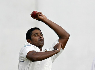 Sri Lanka's Vaas bowls during first day of third test cricket match against Pakistan in Colombo