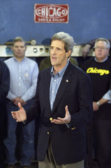 US PRESIDENTIAL CANDIDATE JOHN KERRY SPEAKS WITH THE AFL CIO VIA SATELLITE FROM CHICAGO.