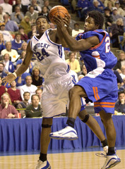 KENTUCKYS MARVIN STONE FIGHTS FOR REBOUND WITH FLORIDAS MAJOR PARKER.