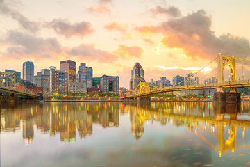 Fotomurales - Panorama of downtown Pittsburgh at twilight