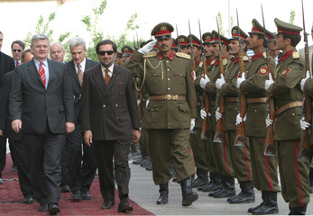GERMAN FOREIGN MINISTER INSPECTS HONOR GUARD IN KABUL.