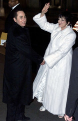 SINGER MINNELLI AND HUSBAND ARRIVE FOR WEDDING RECEPTION.