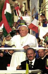POPE JOHN PAUL II BLESSES PILGRIMS AT THE START OF THE WORLD YOUTH DAY CELEBRATIONS.