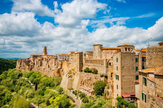 Vue sur le village de Pitigliano en Toscane