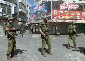 ISRAELI SOLDIERS PATROL IN THE CENTER OF THE WEST BANK CITY OFRAMALLAH.