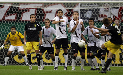 Achenbach of second division club Alemannia Aachen tries to score with a free kick against German first division soccer club Eintracht Frankfurt during their German soccer cup (DFB-Pokal) match in Frankfurt
