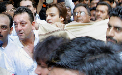 Bollywood star Sanjay Dutt carries the body of his father, former Bollywood icon Sunil Dutt, in Bombay.