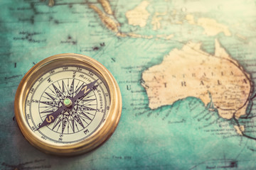 Fototapete - Old compass on vintage map. Retro style.