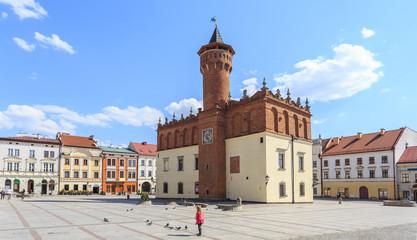 Obraz Rynek Starego Miasta w Tarnowie.  Na środku placu renesansowy ratusz z 1598 roku. - fototapety do salonu