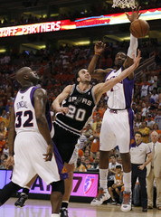 Spurs Ginobili drives between the Suns O'Neal and Stoudemire during the third quarter of Game 4 of their NBA first round playoff series in Phoenix