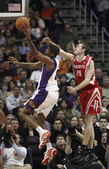 Phoenix Suns Jalen Rose shoots against Houston Rockets Steve Novak in Phoenix, Arizona