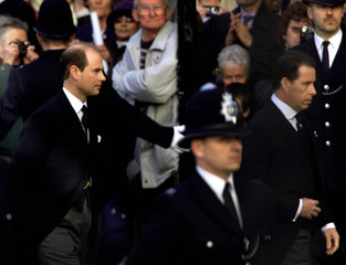 BRITAIN'S PRINCE EDWARD AND VISCOUNT LINLEY ARRIVESTO STAND VIGIL OVERTHE COFFIN OF THE QUEEN MOTHER IN ...