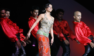 Soha Ali Khan performs at the 2007 Bollywood Film Awards in Uniondale, New York