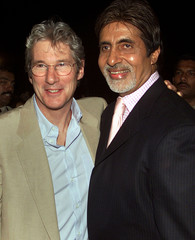 HOLLYWOOD STAR GERE AND INDIAN SCREEN ICON BACHCHAN POSE FORPHOTOGRAPHERS IN BOMBAY.