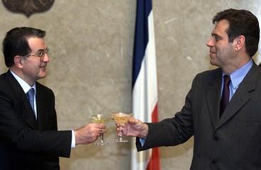 PRESIDENT OF THE EU COMISSION ROMANO PRODI SALUTES TO YUGOSLAV PRESIDENT VOJISLAV KOSTUNICA IN ...