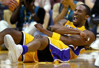 LAKERS KOBE BRYANT REACTS AGAINST PISTONS IN NBA FINALS GAME 2.