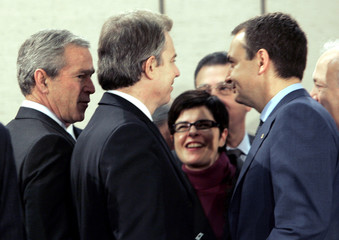 Spanish Prime Minister Zapatero speaks with British PM Blair and U.S. President Bush at NATO summit ...