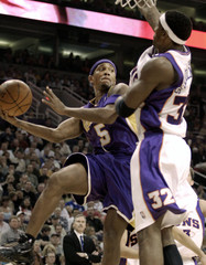 Los Angeles Lakers Brown passes off against Phoenix Suns Stoudemire in Phoenix.
