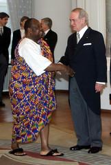 GERMAN PRESIDENT JOHANNES RAU WELCOMES GHANAIAN AMBASSADOR DURING NEW YEARS RECEPTION IN BERLIN.