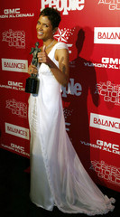 HALLE BERRY POSES AT POST SCREEN ACTORS GUILD AWARDS GALA.