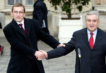 FRENCH PRIME MINISTER JEAN-PIERRE RAFFARIN AND ESTONIAN PRIME MINISTERJUHAN PARTS ATTEND EPP ...