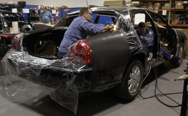 TECHNICIAN FITS 2004 LINCOLN TOWN CAR WITH BALLISTIC PROTECTION IN MICHIGAN.