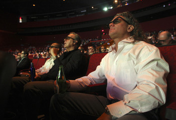 Alex Fox watches the Florida vs. Oklahoma BCS championship football game in 3D in Las Vegas