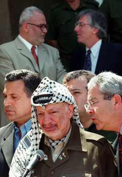 PALESTINIAN PRESIDENT YASSER ARAFAT LISTENS TO AN AIDE WHILE SAEB EREKAT AND DENNIS ROSS CHAT IN ...