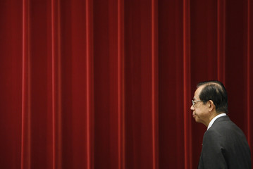 Japan's Prime Minister Yasuo Fukuda arrives at a news conference in Tokyo