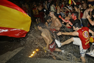 Soccer fans celebrate Spain's win after the Euro 2008 soccer final between Germany and Spain in central Madrid